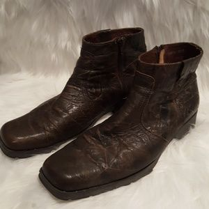 🔥Genuine Distressed Leather Steve Madden Boots🔥
